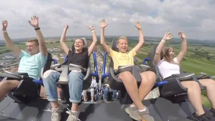 Najszybszy i najwyższy rollercoaster powstał w Małopolsce. Zaczyna się pionowym zjazdem, a potem...