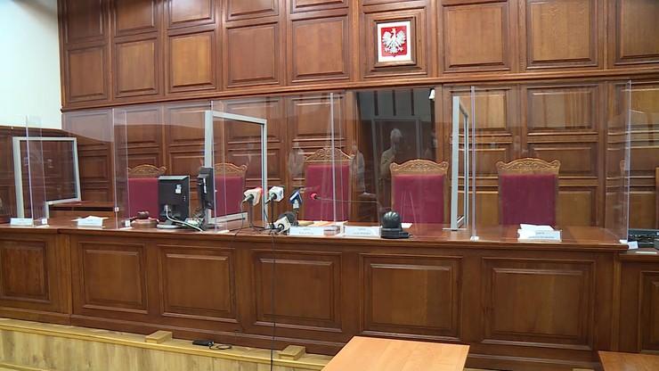 Dzieci torturowane przez matkę i konkubenta. Sąd uniewinnił pracowników instytucji publicznych