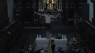 Półnagi mężczyzna tańczył na ołtarzu. Skandal w klasztorze w Tyńcu