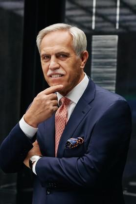 Zygmunt Solorz jest jednym z największych inwestorów prywatnych w Polsce, prowadzącym od niemal 30 lat działalność biznesową w różnych dziedzinach gospodarki