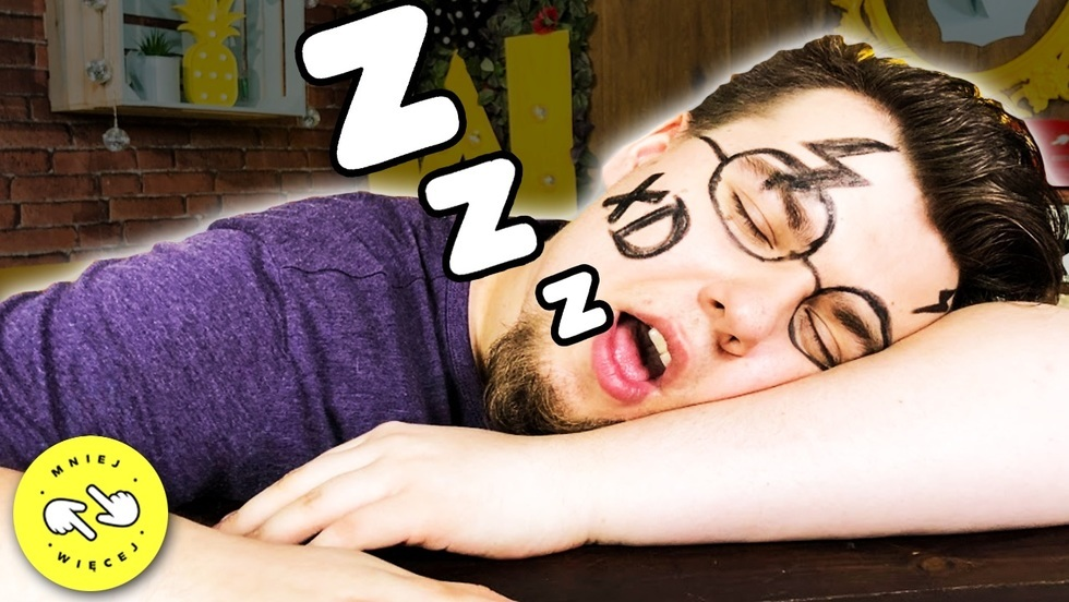 Mniej Więcej - Dziwne rzeczy, które ludzie robią przez sen